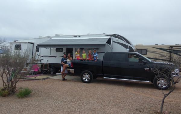 Les 6 Nomades et leur caravane