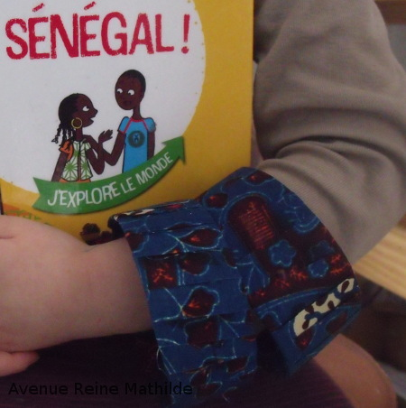 Bracelet en récup et tissus africain - tutoriel dans le livret à télécharger
