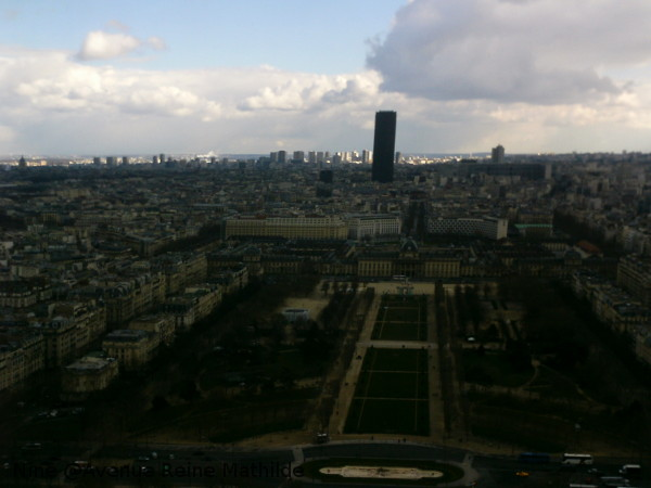 Depuis le 2e étage de la Tour Eiffel (photo prise par mamie ?)