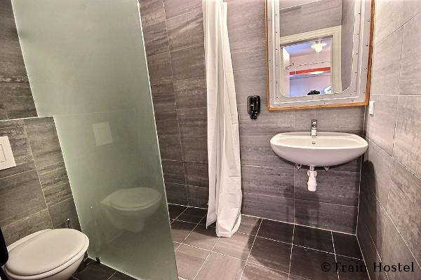 train hostel salle de bain