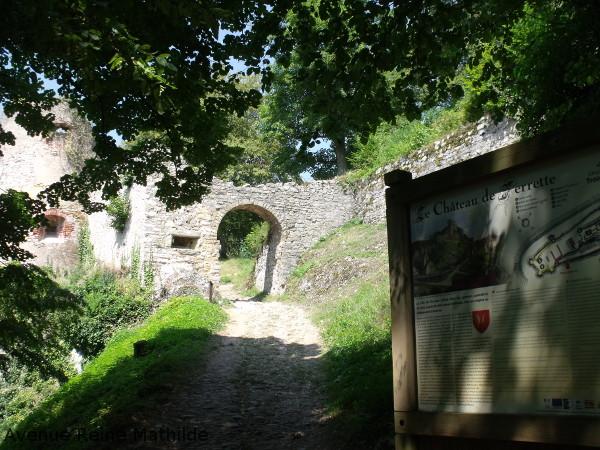 Arrivée au château de Ferrette dans le Sundgau, France