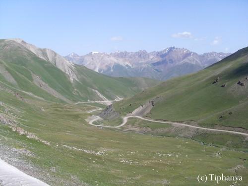 La route pour rejoindre le lac Song Kul