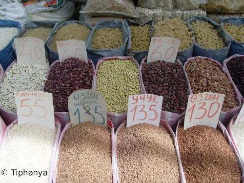 De haut en bas, les pâtes, les haricots et le riz