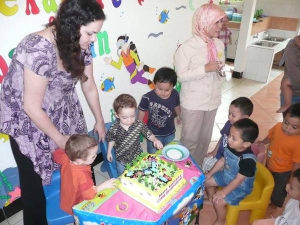 L'anniversaire des jumeaux d'Amandine en Indonésie [crédit photo : Amandine]