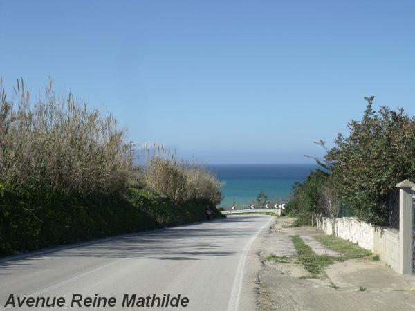 Découvrir la Sicile grâce à ses routes en bord de mer et surtout grâce à nos vélos.