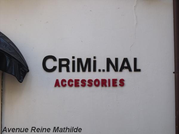 Enseigne d'un magasin de sacs à main à Castellammare del Golfo (Sicile)