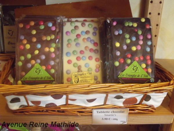 Tablettes de chocolats au smarties, du chocolatier Les triangles de l'Isle à L'Isle d'Abeau - mars 2014