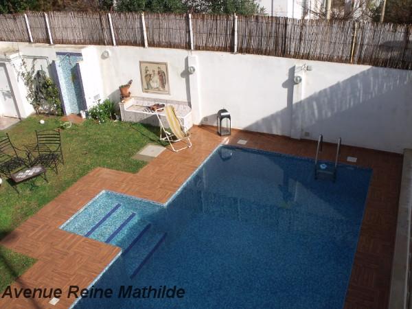 La piscine (non sécurisée) et le jardin de Dar el-màa