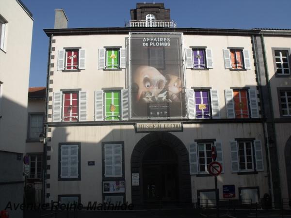Entrée du Muséum H.-Lecoq avec l'affiche de l'exposition en place jusqu'au 31 août 2014, Affaires de Plombs.