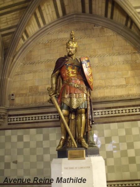 L'une des statues à l'intérieur de l'hôtel de ville de Manchester