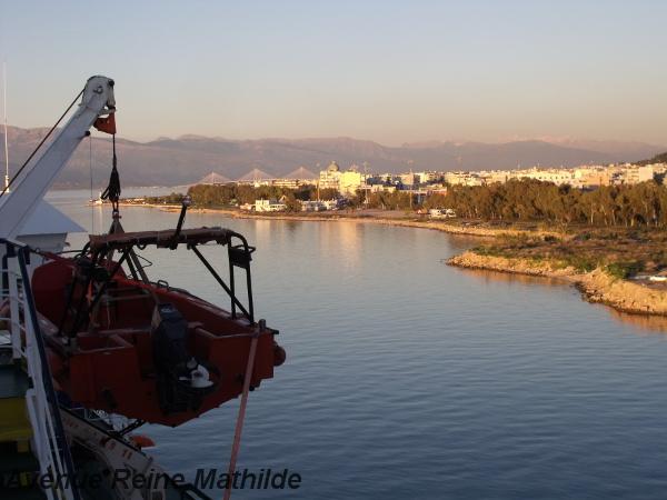 Dernier coup d'oeil sur la Grèce, lors du départ de notre ferry Patras-Brindisi - décembre 2013