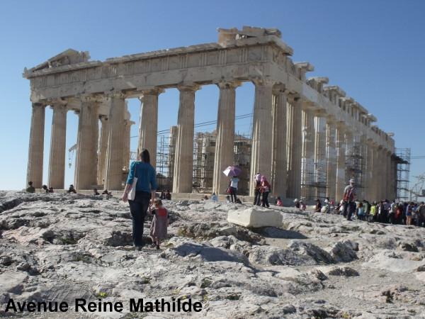 Avoir en face de soi l'Acropole et se sentir toute petite.