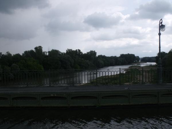 L'itinéraire de la Loire à Vélo nous fait passer sur le Pont Canal de Briare.