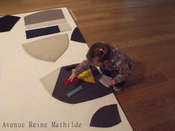 S'émerveiller devant l'accueil réservé aux enfants à la galerie d'art de Manchester et se prendre pour des touristes.