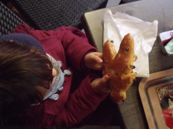 Manger des mannele en Alsace