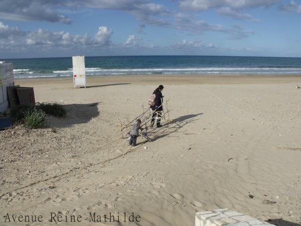 Sur la plage en Sicile, il y a déjà plus d'un an.