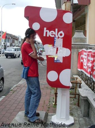 Un cas de besoin il y a encore des cabines téléphoniques un peu partout, ici en Malaisie