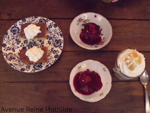 Pâtisseries de chez Marcel et Suzon divisés en deux pour partager entre mère et fille.