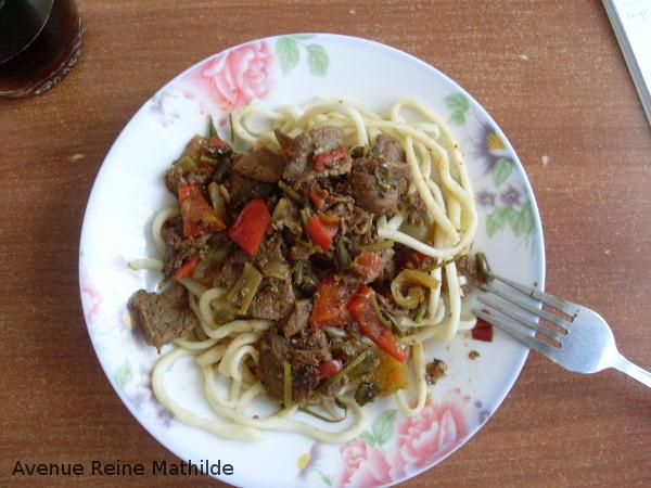 Premier plat, premier restaurant, loin de Bishkek, à Naryn