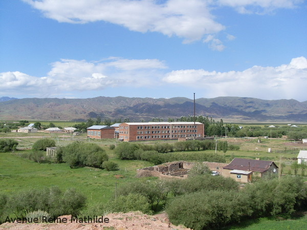 L'école de Kyzyl Dobo où j'ai enseigné comme volontaire