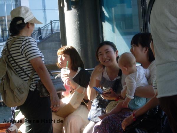 Ma fille prise en otage par deux jeunes filles japonaises