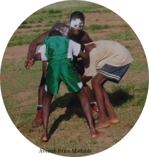 Les jeunes evalou s'affrontent pendant akpéma
