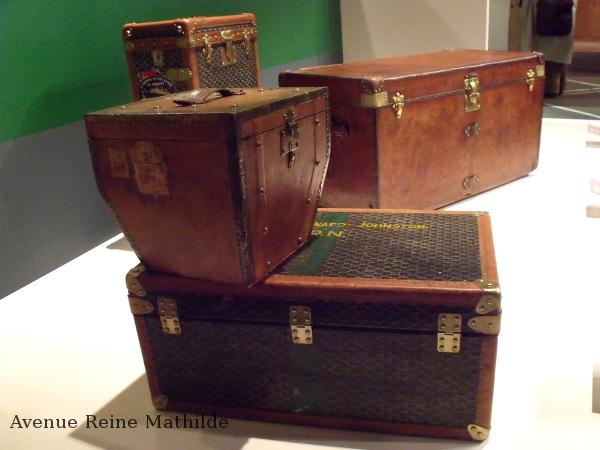 Quelques unes des malles de l'exposition sur les bagages de luxe