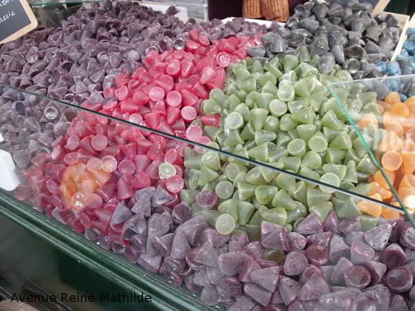 A défaut de vous montrer la photo d'un Belge choisi au hasard : des bonbons !